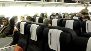 Air France boarding Boeing 777-200er
