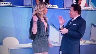 Lívia Andrade pagando peitinho ao vivo