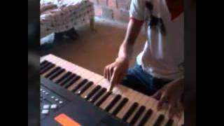 Como tocar a musica o maior trofeu no teclado