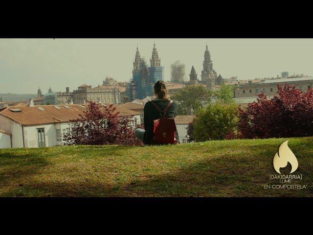 """Videoclip oficial de la canción """"En Compostela"""" de Dakidarría."""