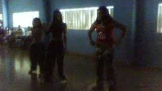 Ana, Cynthia e Louise dançando (Colegio Maria Regina)