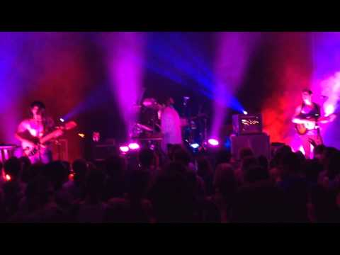 yeasayer-dont-come-close-madder-red-live-at-chihuahua-mexico-mragk252