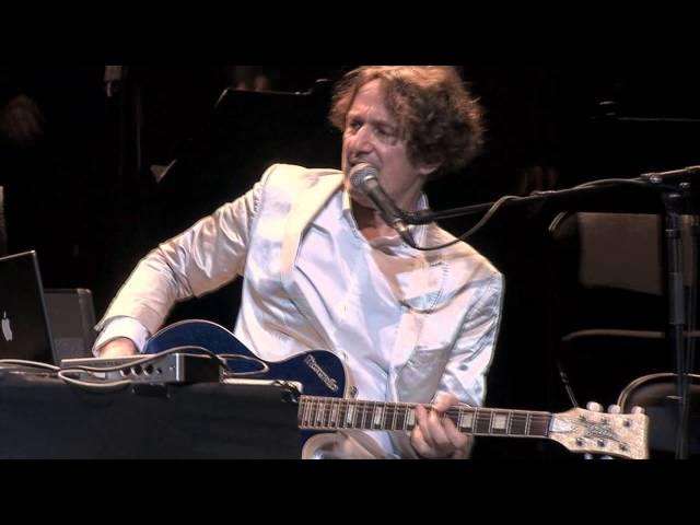 Video en directo de Goran Bregovic en París tocando su canción ''Bella Ciao''.