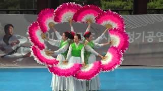 Baile tipico Coreano con abanicos