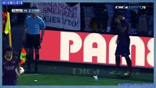 Full video Dani Alves eats banana thrown from public 2014  Increíble Dani Alves VS racismo