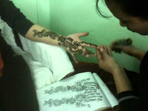 Deanna in Nepal, Kathmandu getting Henna