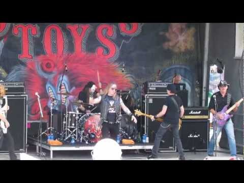 dangerous-toys-outlaw-take-me-drunk-monsters-of-rock-cruise-2013-frankenstyle