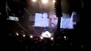 """Elisa - Interruzione del pubblico su """"Qualcosa Che Non C'è"""" - Live Torino 05/05/2010"""