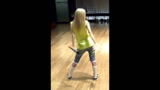 2NE1 - Falling In Love Dance Practice (Dara Ver.)