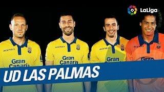 Los jugadores de la UD Las Palmas cantan el himno de su equipo