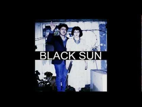 Pentagrama de Black Sun Letra y Video
