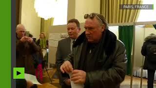 Election russe : à Paris, Gérard Depardieu a glissé son bulletin dans l'urne