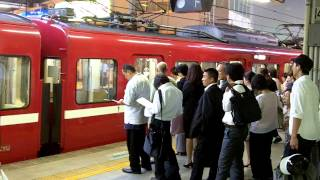 Train queuing for the Keikyū Line - Japan