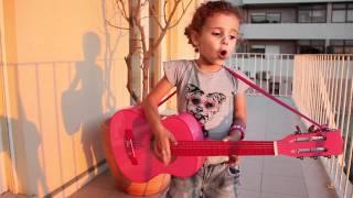 Benedita Pink - Os Azeitonas - Quem és tu miúda