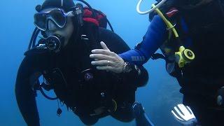 Subacqueo con disabilità visiva in immersione