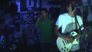 "Verde Girassol Cover Bob Marley ""Could be loved"" - Deck 34 16/08/2013 - Cidade Verde"