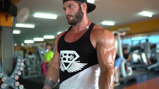 Tavi Castro Shoulders and Biceps workout