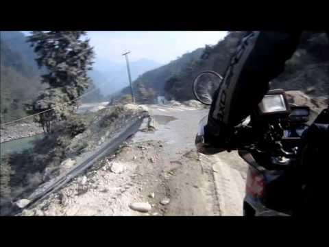 Riding in Nepal: road from Bharatpur to Kathmandu (www.australiatwin.it)