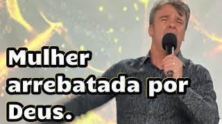 jovem sendo arrebatada na unção de Deus