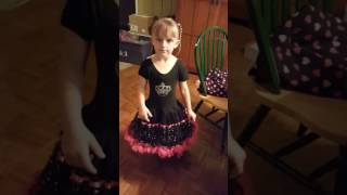"6 year old singing ""She's Got A Way With Words"""