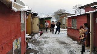 Rómovia zo Starej Ľubovne sa búria. V unimobunke žije aj 13 ľudí!