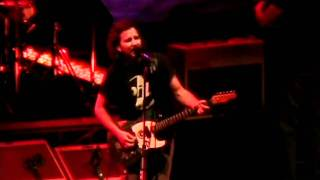 Pearl Jam - Elderly Woman Behind The Counter In A Small Town (New York '10) HD