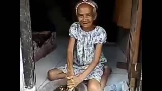 Nenek goyang bikin ketawa wkwkwk