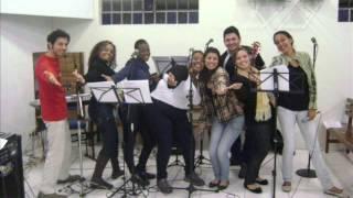A MESA TAO GRANDE E VAZIA - nova versão - PAO EM TODAS AS MESAS - Comunidade Santa
