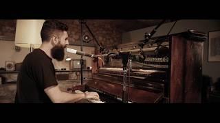 """""""La Hoguera"""" versión con piano - Desakato (Video oficial)"""