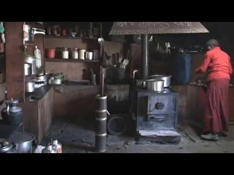 Nepal-Deboche female monasetry-201004-sucha (butter tea)