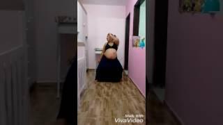 Gravida de 38 semanas dançando para aliviar a dor