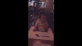 跟媽媽的朋友去吃美式餐廳!