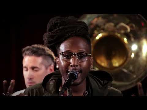 Lowdown Brass Band - Ranura de la Noche :: Music :: Video