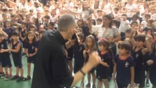 Padre Marcelo Rossi recebe homenagem de estudantes em Juiz de Fora