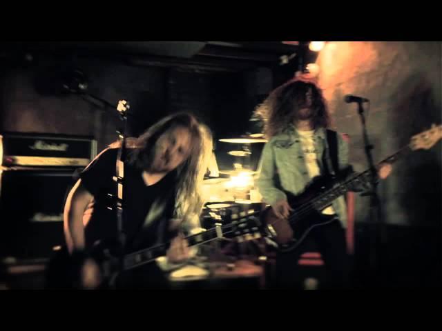 La banda se mueve como pez en el agua entre el blues-rock y el Hard rock de calidad. Una de las bandas australianas referentes.