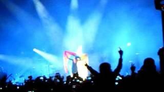 Hayley Williams se pone la bandera de colombia MARZO 2 DEL 2011