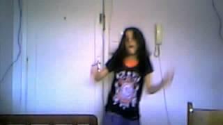 menina de 11 anos dançando
