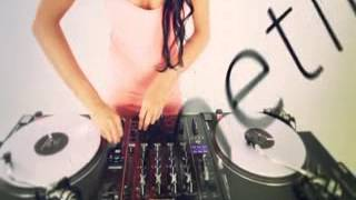 DJ Juicy M   Mixing and Scratching with vinyls Exclusive