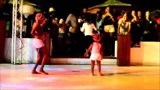 Brincadeira de criança em Angola