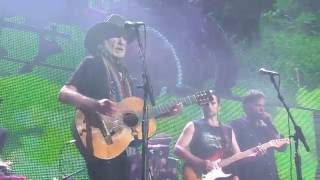 Willie Nelson & Family – Beer for My Horses (Live at Farm Aid 2016)