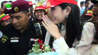 Thai Celebrities, Davika Hoorne & Mos Visit Yangon