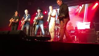 """""""I milk cows """"by lee kernaghan (feat: the wolfe brothers and Christie lamb) live"""