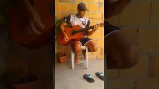 Homem canta música : Entre tapas e beijos