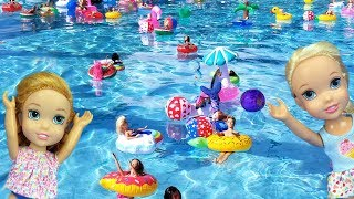 Super FLOATIES party ! Elsa and Anna toddlers - pool - Barbie - lazy river - water fun splash