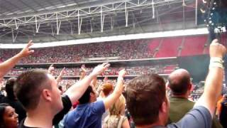 Kasabian LSF stadium singing
