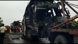 Accidente dejó un muerto y más de 30 heridos