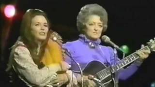 June Carter and Mother Maybelle Carter, live in 1971