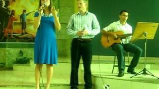 Música Descansar. Cantada por Thalita e Carlos ao violão Rafael. (ACÚSTICO)