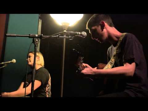 tigers-jaw-hum-distress-signal-acoustic-feet-first-productions-1465512510