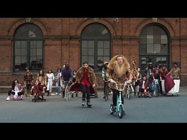 Videoclip oficial de la canción Thrift Shop de Macklemore